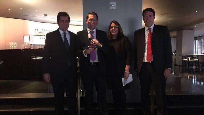 Durante la gala e imagen del premio.