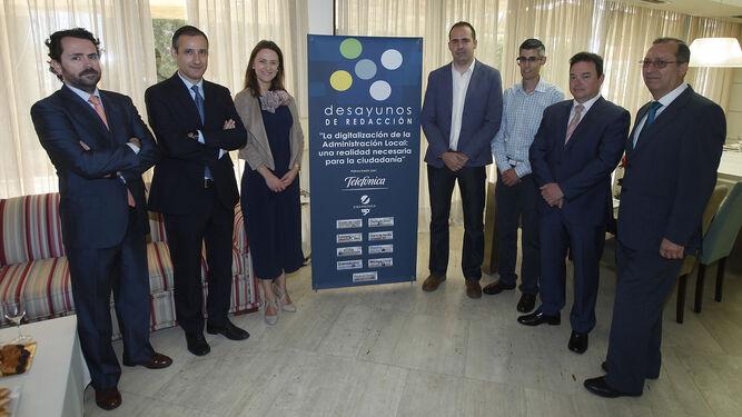El moderador, Jesús Ollero,Juan José Muñoz, María Jesús Riego, Juan José Suárez, Francisco José Barroso, Joaquín Guerrero y José Antonio Domínguez.