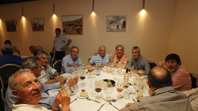 Los jugadores de fútbol y baloncesto del histórico Hispania vuelven a reunirse