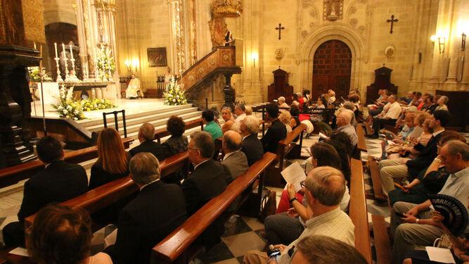Cientos de almerienses se vuelcan con la procesión del Corpus Christi