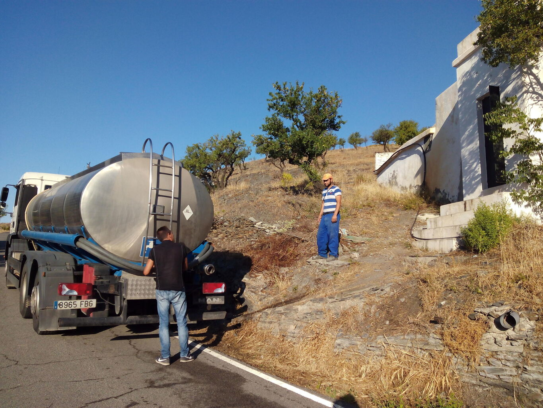 Camion cisterna agua para piscina best camin cisterna de for Cubas de agua para llenar piscinas