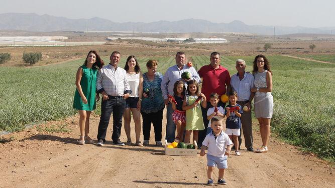 Tres generaciones dedicadas a la agricultura en el campo de Níjar.