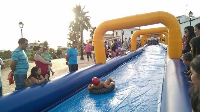 El tobogán gigante ha sido uno de los grandes atractivos tanto para los niños como para mayores.