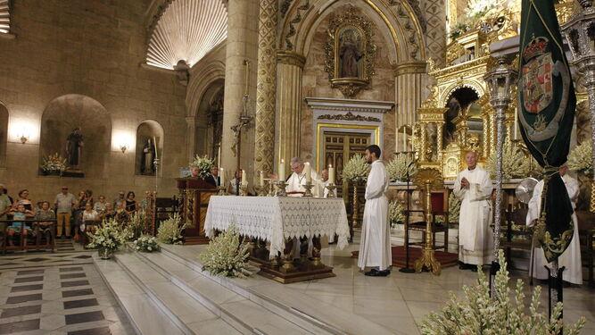 Los Padres Dominicos oficiaron misa en la Eucaristía de las 10:00 horas.