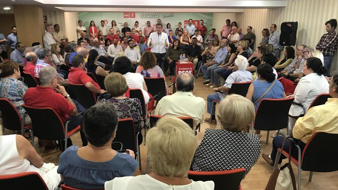 Encuentro con los militantes socialistas del senador Juan Carlos Pérez Navas en la Agrupación Municipal del PSOE de Roquetas.