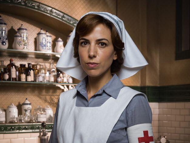 Alicia Rubio > Verónica Montellano, de procedencia humilde es una veterana enfermera en Marruecos. Recibe con recelo a la duquesa