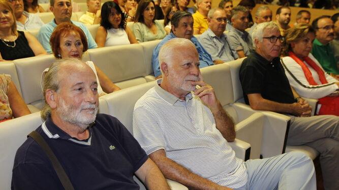 Muchos amigos del autor de la obra se dieron cita en Cajamar.
