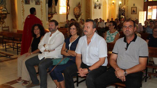 Alcalde y concejales asisten a la misa previa a la  comida.