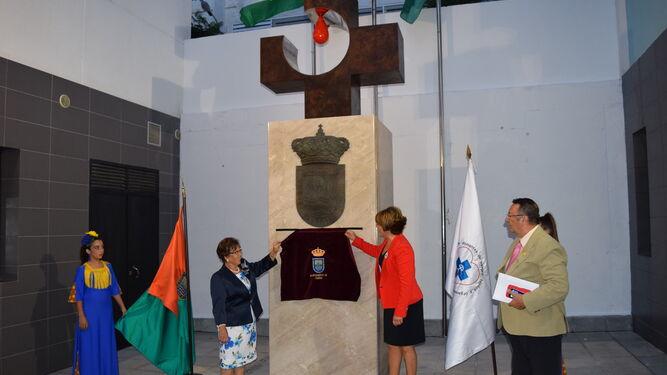 Descubrimiento del monumento homenaje a los donantes.