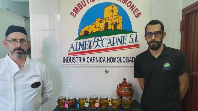 Francisco Javier Martínez, gerente de la empresa, y su hijo, Iván García, responsable de Marketing.