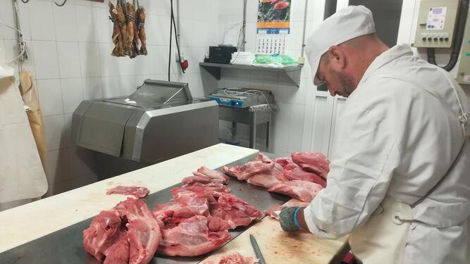 Las piezas se cortan con un volumen exacto para su cocinado, con el objetivo de que mantengan todo su jugo.