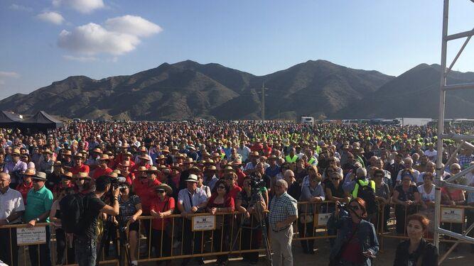 Cientos de regantes y vecinos en la manifestación junto a la desaladora de Villaricos
