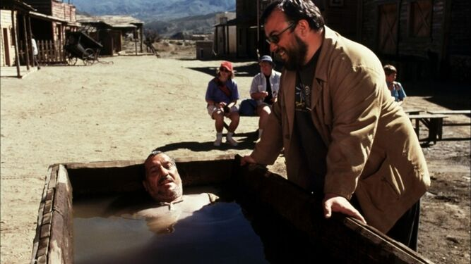 Álex de la Iglesia dirigiendo a Sancho Gracia en '800 balas' en Tabernas.