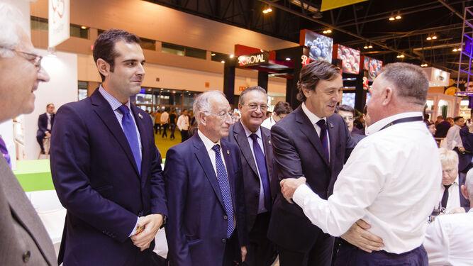 Rafael Hernando saluda a José Martínez Portero.