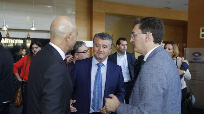 l Antonio Ramírez de Arellano, consejero de Economía y Conocimiento, junto a Antonio Lao, director de Diario de Almería.