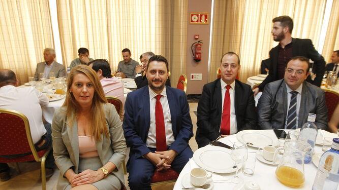 l Mari Carmen Galera, Isabel de Oza y Pedro Asensio escuchan la intervención del director territorial de Andalucía del Banco Santander.