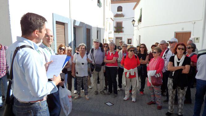 El grupo que participó en la ruta en la casa de Francisco Villaespesa.