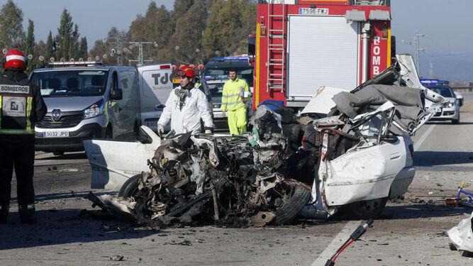 Imagen de archivo de un accidente de tráfico con víctimas mortales ocurrido este año en Andalucía.