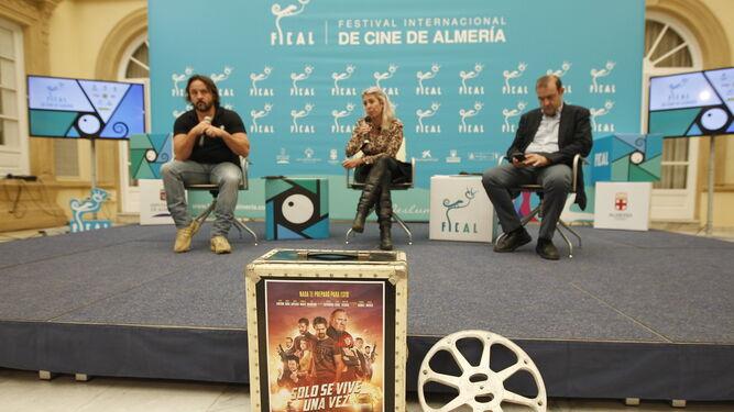 Federico Cueva, María Luisa Gutiérrez y Enrique Iznaola, durante el encuentro con los medios.
