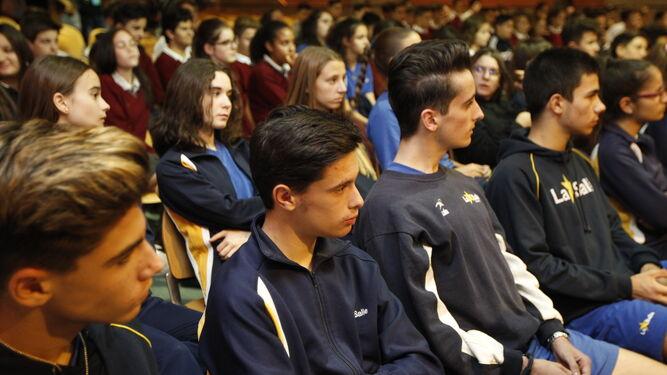 Los jóvenes prestaron atención sobre la historia de la película.