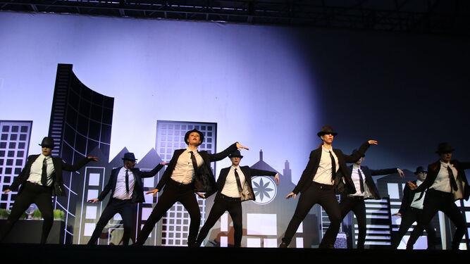 El acto arrancó con un espectáculo 'flashmob', que hizo vibrar al público.