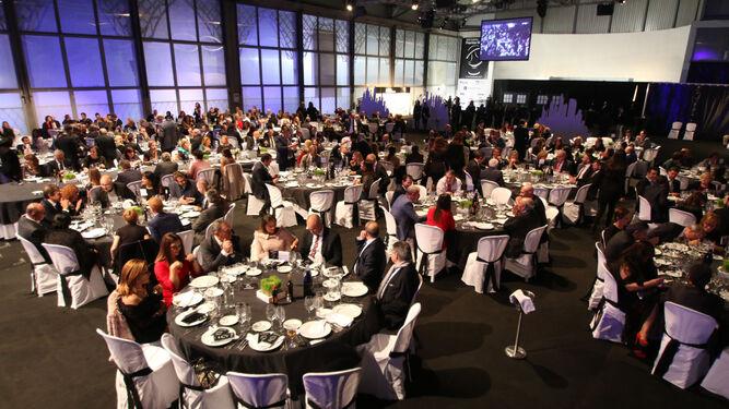 La mesa presidencial, con las principales autoridades políticas y empresariales, en el evento.
