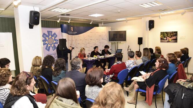 Muejeres de ochenta asociaciones han participado en esta reunión.