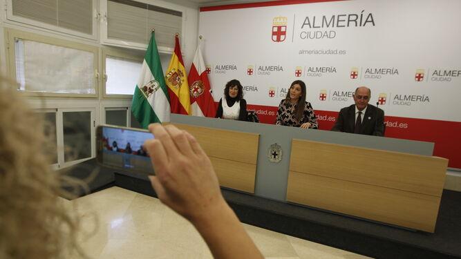 Carolina Lafita, concejala de Promoción de la Ciudad con Sonia Guil y Juan Guerrero.