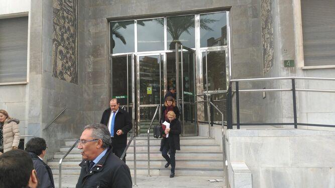 María Teresa González abandona la Audiencia Provincial.