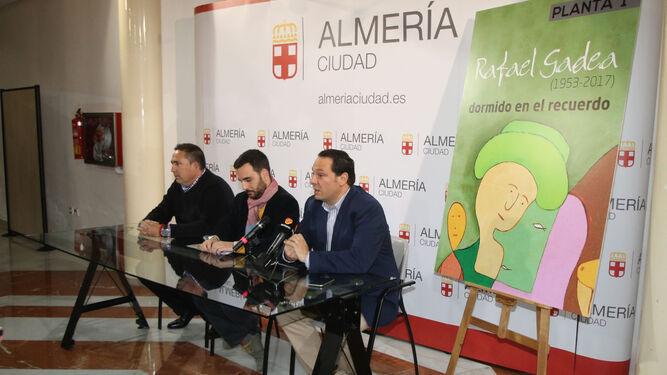 El concejal Carlos Sánchez con Cristóbal Gadea y Juan Manuel Martín Robles.