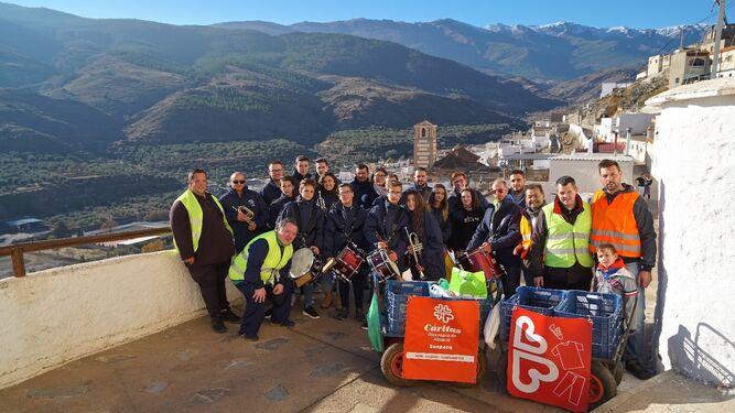 Participantes de la recogida con la que se colabora con Cáritas.