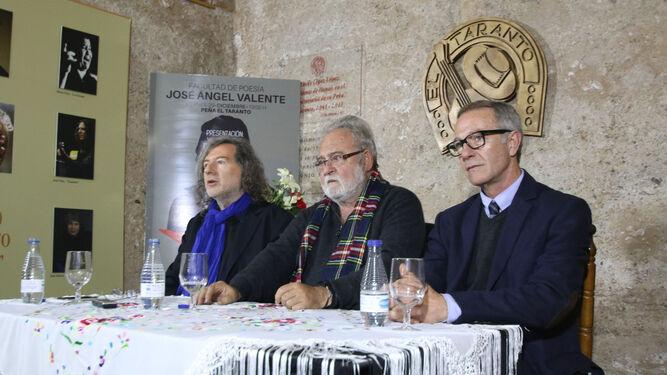 La Peña El Taranto se llenó de publico en la presentación del libro.