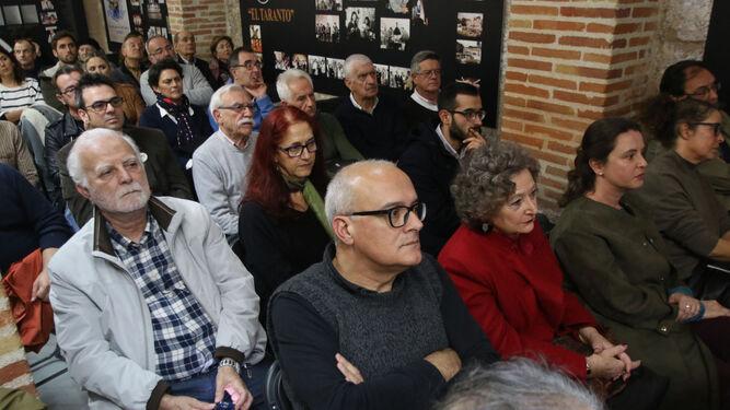Muchos amigos de Valente asistieron al acto en el Taranto.