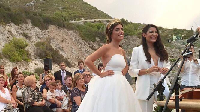 En 2016, en su boda con su mujer, Alba.