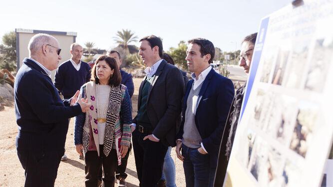 Rosa María Cano, Javier A. García y Óscar Liria en la zona de las obras.