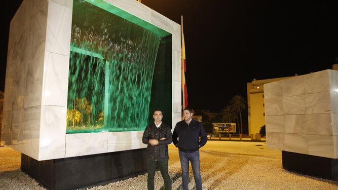 El alcalde de Almería y el concejal Juan José Alonso en la rotonda.