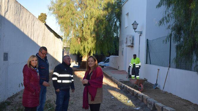 La alcaldesa Esperanza Pérez Felices, y la concejala de Fomento, Tonibel Sánchez, han visitado las obras.