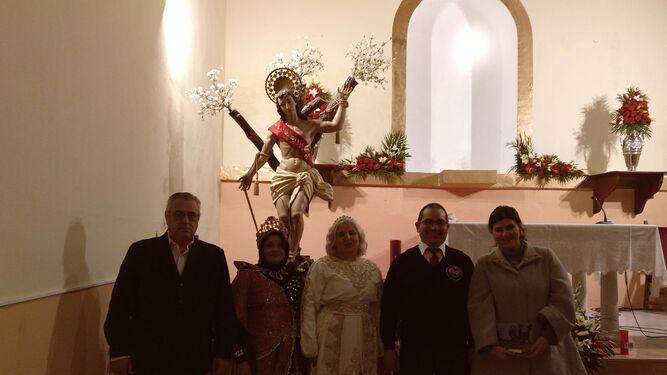 El alcalde junto a las Reinas Cristiana y Mora, el presidente de la Asociación de Moros y Cristianos y la pregonera.