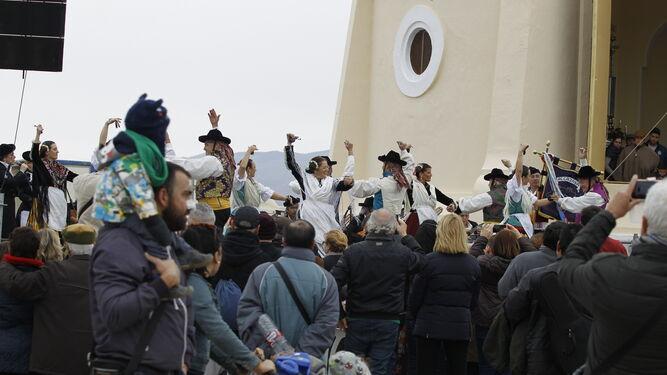 La Agrupación Folklórica Alcazaba actuó sobre el escenario.