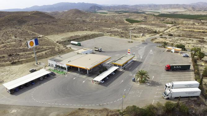 La gasolinera que posee la empresa tijoleña en Antas se enmarca dentro de su sector 'Promobys Energía'.