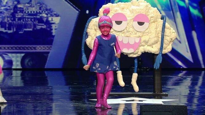 La pequeña vestida de Troll durante su actuación en Got Talent.