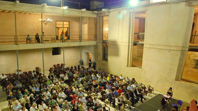 El Patio del Castillo de Vélez Blanco luce el brocal de su aljibe más de cien años después