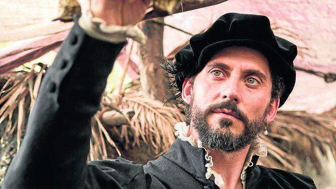 Paco León interpreta a Luis de Zúñiga, un buscavidas  que se ha hecho rico.