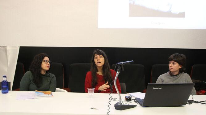 Noemí Genaro, en el centro, acompañada por Pepa Cobo y Elena Pedrosa.