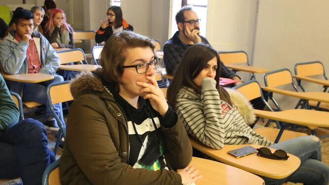 Entre el público también hubo alguna de las mujeres que participan en la obra.