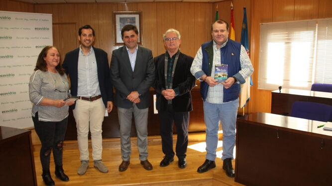 Los responsables del Club Náutico y Casa Santi recogieron sus reconocimientos.