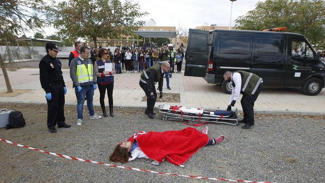 Alumnos de Enfermería 'sacan nota' en el simulacro de accidente con víctimas