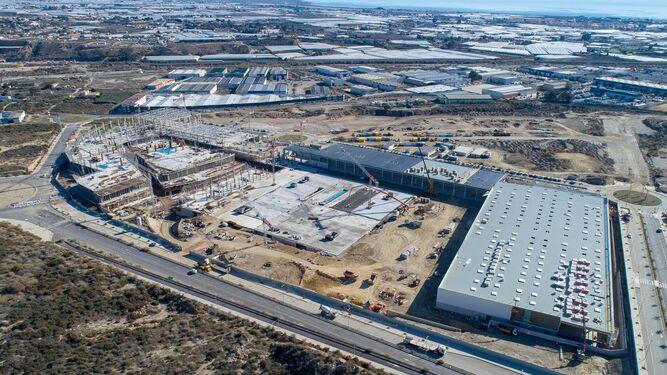 Las obras de construcción del Centro Comercial Torrecárdenas a vista de pájaro.