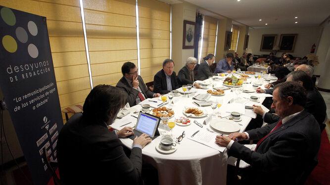 Un momento del desayuno de trabajo ayer en 'Diario de Cádiz'.