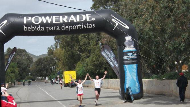 Dos de los corredores en meta.
